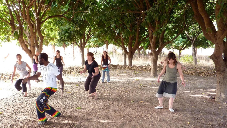 Når jeg var i Mali var jeg i Sonankoroba og lærte noen av de tradisjonelle dansene.