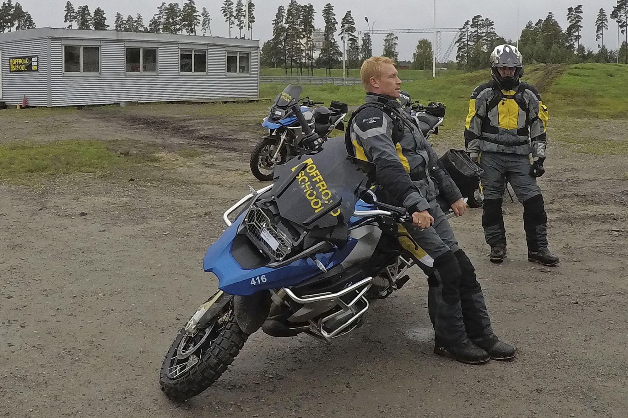 Offroadkurs - slik løfter du opp igjen motorsykkelen
