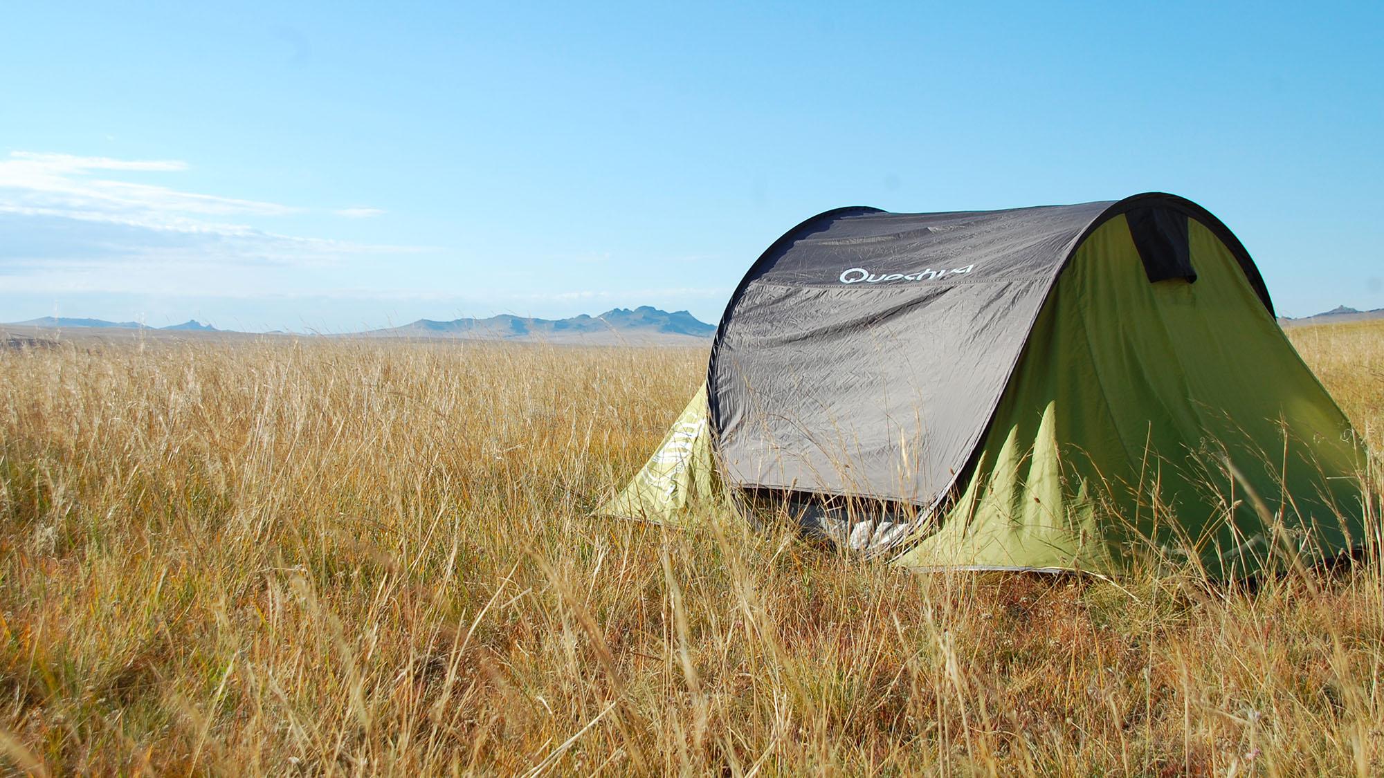 Herlig camping på steppene i Mongolia - og her var det fint å våkne opp og drikke morgenkaffe!