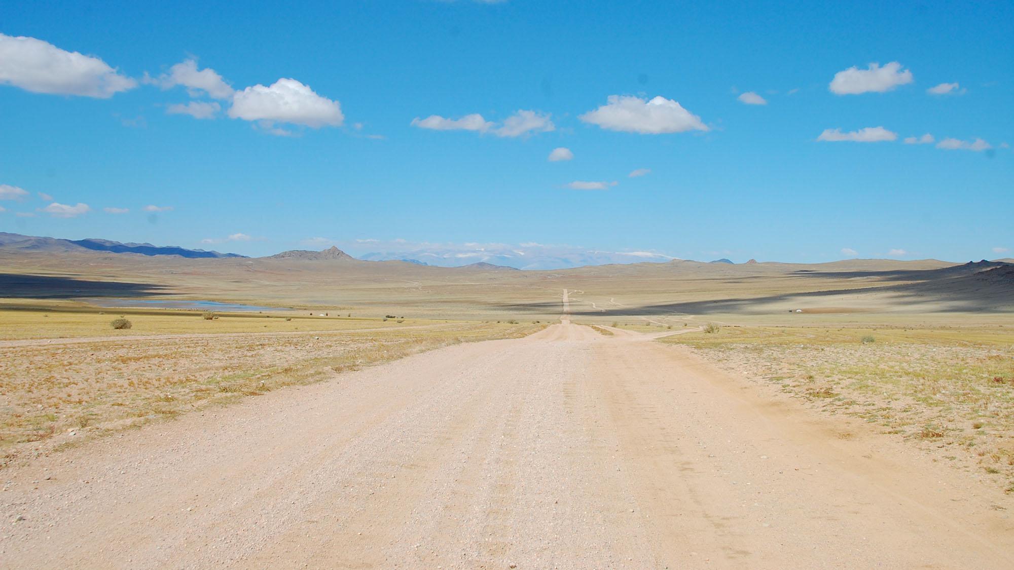 Det var mest grusveier hele veien fra den russiske grensen og frem til Ulan Bator.