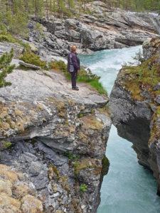 Landskap juv med elv